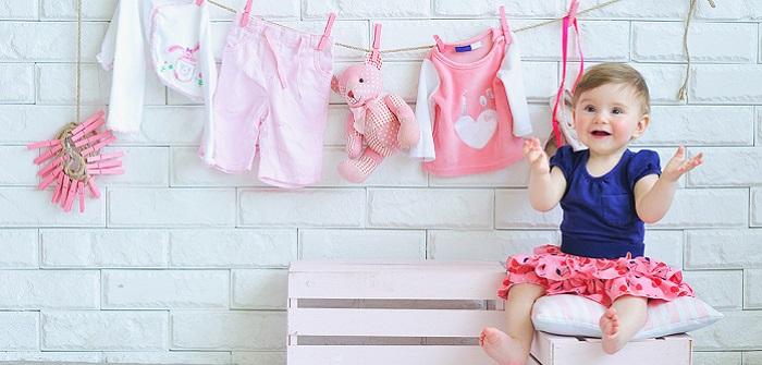 Lustige Babykleidung als Geschenk