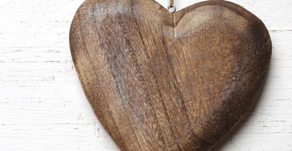 6. Taufgeschenke-Tipp: ein hölzernes Herz zur Taufe schenken