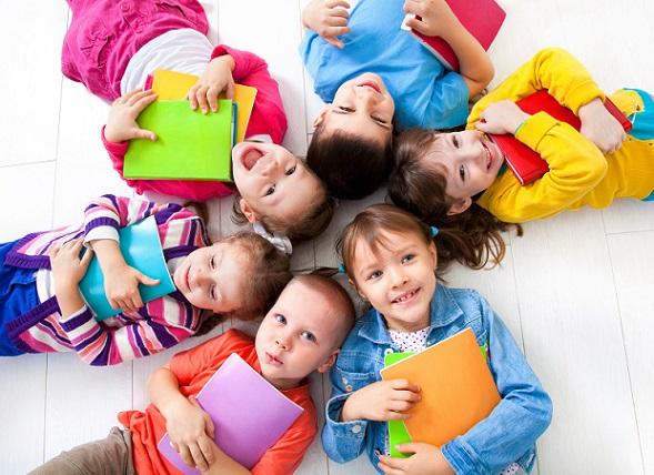 Die Verbundenheit zwischen den besten Freundinnen und auch die Zuneigung zu anderen Mitschülerinnen sollten festgehalten werden.