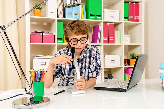 In einer ruhigen Umgebung ohne Ablenkung, gesund und möglichst in ausgeruhtem Zustand wird idealerweise der IQ Test für Kinder durchgeführt. (#02)