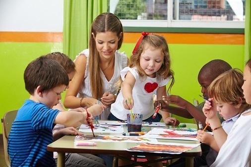 Den größten Teil der Arbeit leisten dabei die Erzieher, die sich immer wieder gezielt mit dem Kind beschäftigen und gemeinsam am Ich-Buch arbeiten. (#04)