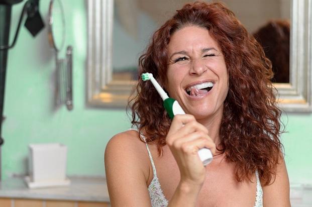 Das sorgfältige Putzen der Zähne verbannt den Salzgeschmack und sorgt stattdessen für einen frischen Atem. (#02)