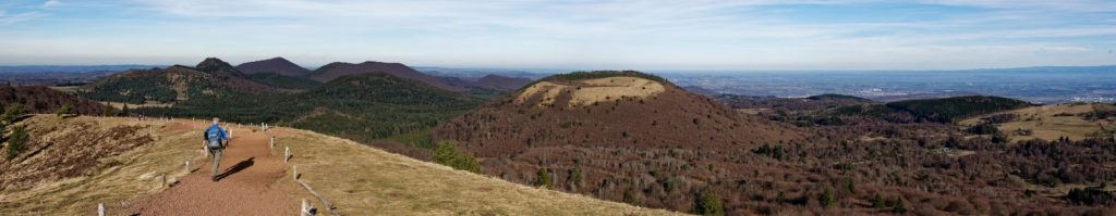 In der Auvergne sind Sehenswürdigkeiten manchmal ziemlich raumfüllend wie hier das Naturschutzgebiet Vulcania am Puy-de-Pariou (#4)