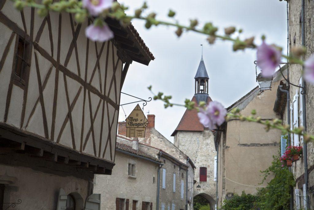 Das Bois-et-Bougies in Charroux sucht vertäumte und äußerst romantische Gäste. Die Auvergne bietet kleine und große Sehenswürdigkeiten. Diese hier ist eine besonders liebenswerte. (#7)