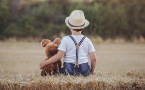 Mit dem Kuscheltier in den Urlaub in der Auvergne: gerade auch für Kinder wird der Urlaub auf einem Campingplatz in der Auvergne zum Erlebnis! (#6)