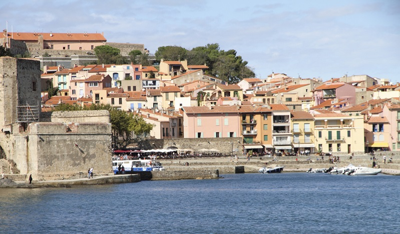 """Zur Vorbereitung des Campings in Perpignan gehört natürlich die Klärung der Frage, welcher Campingplatz denn gewählt werden soll. Wer direkt in der Stadt bzw. in unmittelbarer Umgebung bleiben will, hat keine allzu große Auswahl. Ein Platz mit zwei Sternen ist der """"Camping Roussillon Camping Catalan"""".(#03)"""