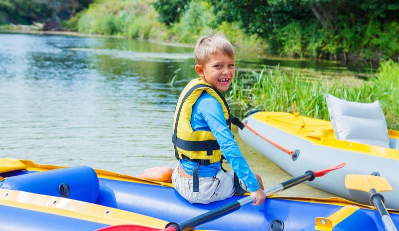 Das Camping in Le Brasilia kann durch Wassergymnasik, Kanu- oder Kayakfahrten, Schwimm— und Stand-up-Paddle-Kurse ergänzt werden. Gelegenheit zum Muskelaufbau in Fitness ist garantiert. (#01)