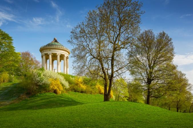Sie mögen es lieber ruhig und entspannt? Dann genießen Sie ihr romantisches Wochendende in München bei einem Sparziergang durch den Englischen Garten - hier warten viele ruhige und gemütliche Highlights auf Sie. (#4)