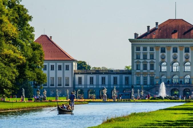 Ebenso Genießen und Entspannen kann man bei einer Gondelfahrt im Nymphenburger Schlosspark. Gibt es etwas romantischeres für ein Wochenende in München? (#6)
