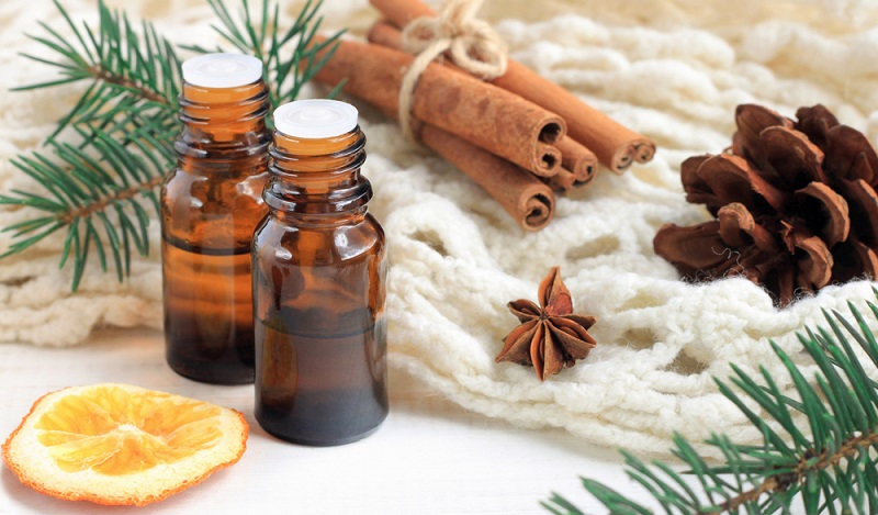 Am besten eignen sich fürs Salben selber machen ätherische Öle, deren Basis Kräuter oder Blüten sind. (#02)
