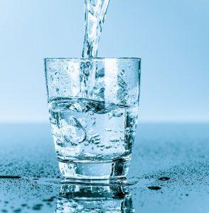 Gesunde Durstlöscher: Wasser – die unumstrittene Nummer 1 (#01)