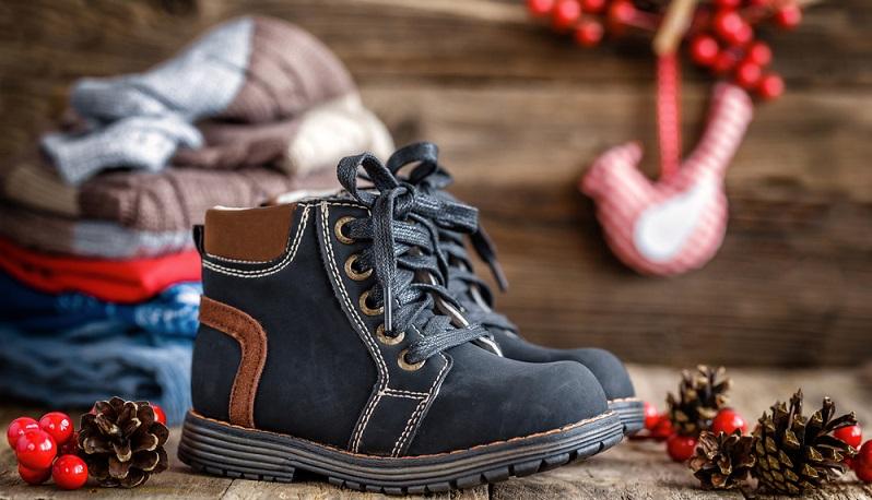 Bei einem Kinderschuh darf aber auch nicht die Flexibilität fehlen. Sind die Schuhe zu starr, können Kinder ihre kleinen Füße nicht richtig oder gar nicht abrollen. (#01)