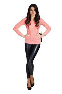 Generell können Frauen jeden Alters Leggins Outfits tragen, auch jenseits der 50. (#04)