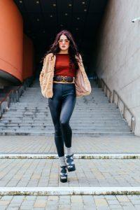Ob aus Samt, Leder oder im Jeans-Look, Leggins gibt es in den unterschiedlichsten Varianten, deshalb lassen sie sich auch zu fast allem kombinieren. (#01)