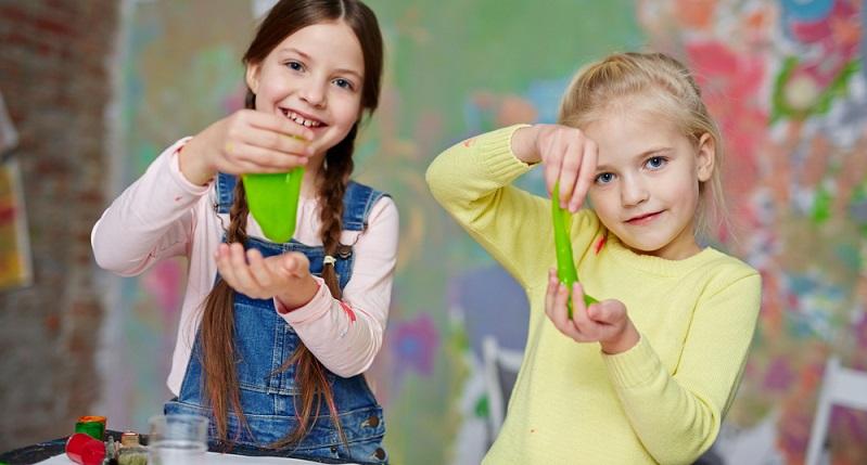 Essen sollten Ihre Kinder den Slime aber trotzdem nicht, denn wenn sie sich das angewöhnen, fällt es ihnen schwer, den Schleim nicht zu essen, der dann doch giftig ist. (#03)