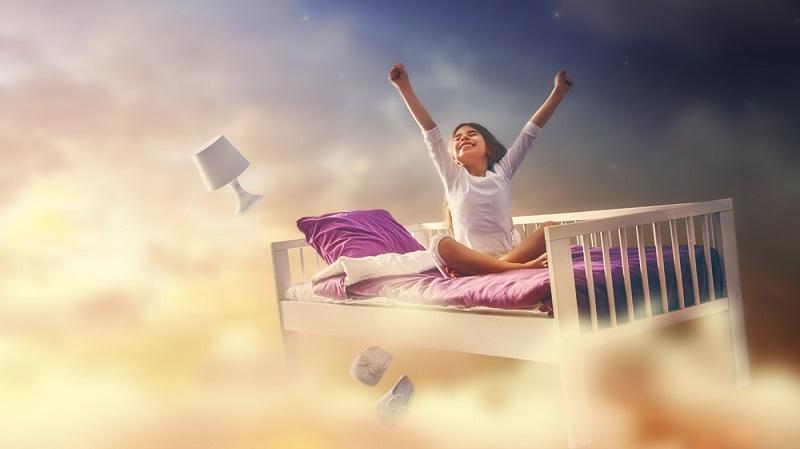 Bei der Wahl des Musters oder Motivs lassen Sie das Kind am besten mitentscheiden. Außerdem können Sie davon ausgehen, dass Sie die Bettwäsche nicht für die Ewigkeit kaufen, denn die meisten Kinder wollen ungefähr ab dem Grundschulalter eine andere Bettwäsche haben, als sie im Kindergarten besaßen. (#01)