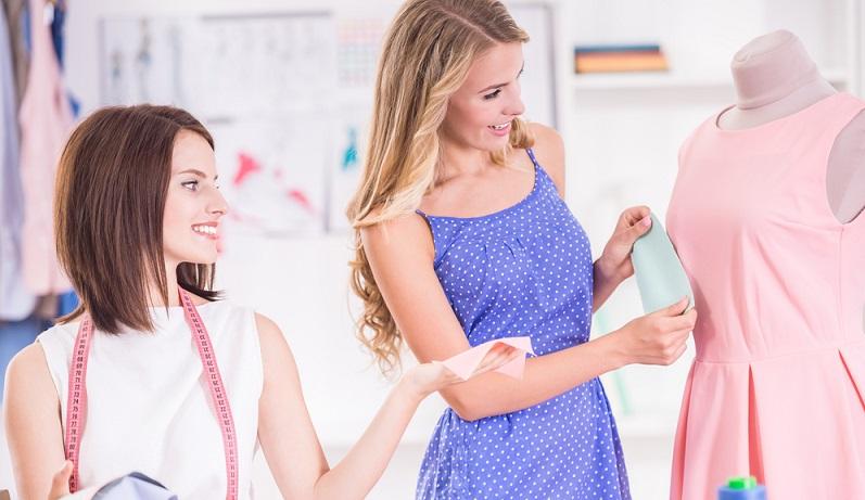 Nähen lässt sich als Hobby gemeinsam ausüben und so sind im Laufe der letzten Jahre viele Nähzirkel entstanden, in denen sich Frauen und Männer regelmäßig treffen, gemeinsam nähen und Informationen zum Hobby austauschen. (#01)