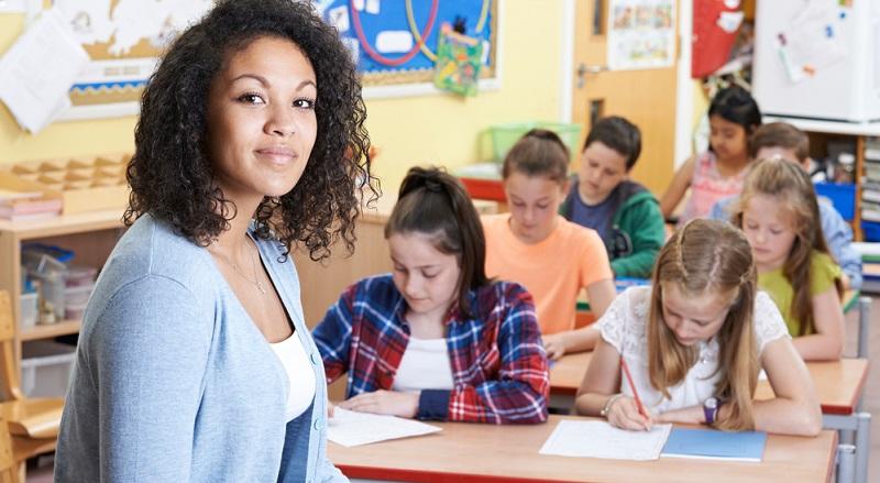 Viele Lehrer greifen in ihrer Pädagogik auf Erarbeitungsmuster zurück. Sie entscheiden sich dafür, diese zu verwenden und damit ihren Lehrplan aufzubauen.