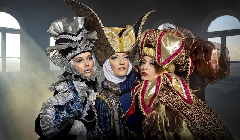 Die Barockzeit hat ihre ganz eigene Mode hervorgebracht. Aufwendig verzierte Gewänder, Perücken aus weißen Locken und elegante Hüte haben diese Zeit gekennzeichnet.