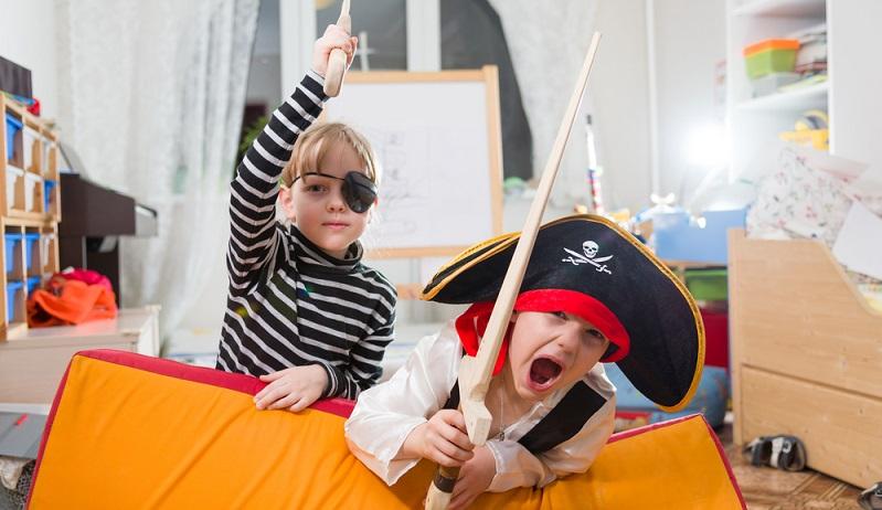 Für einen Kindergeburtstag mit kleinen Jungen bietet es sich an, Piraten als Motto auszuwählen.