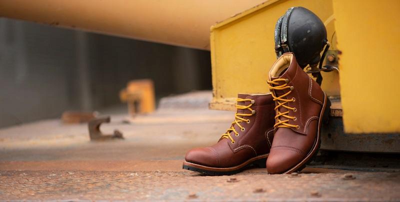 Rauleder ist der Oberbegriff für alle Lederarten, die eine angeschliffene Oberfläche besitzen, die mehr oder weniger veloursartig ist.