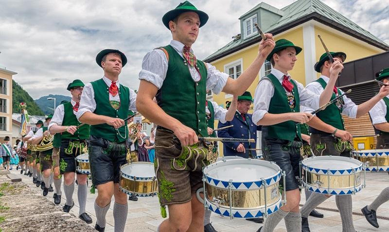 Prozession in Berchtesgaden: Nicht ohne meine original bayrische Tracht!  ( Foto: Shutterstock-T.W. van Urk  )
