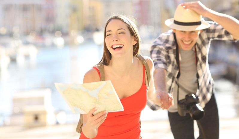 Am Ende wartet dann eine Überraschung: ein personalisiertes Geschenk oder auch die Karten für eine Flugreise in den gemeinsamen Urlaub. ( Foto: Shutterstock- Antonio Guillem )