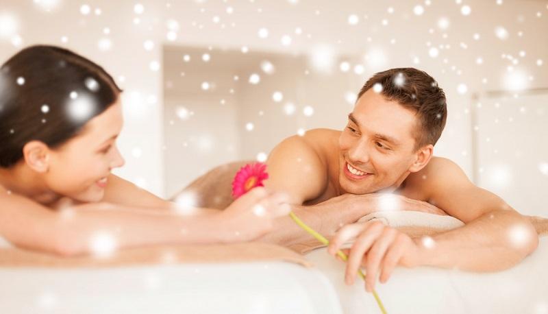Solche Geschenke kommen auch zu jedem weiteren Jahrestag der Beziehung gut an. ( Foto: Shutterstock-  Syda Productions)